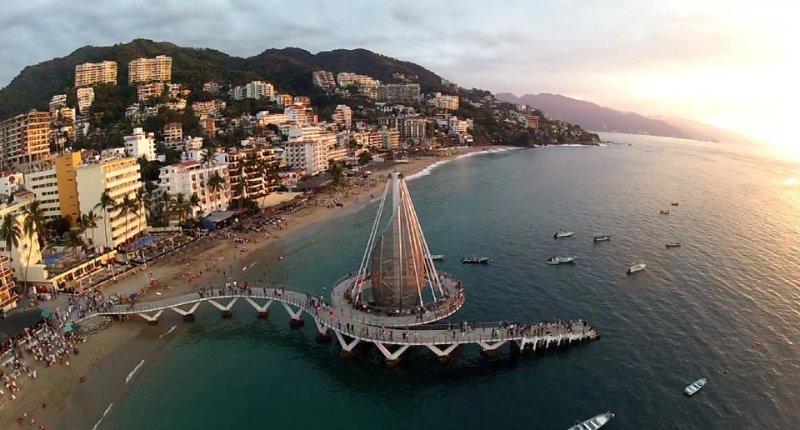 Los Muertos pier at 12 min walk from apt.