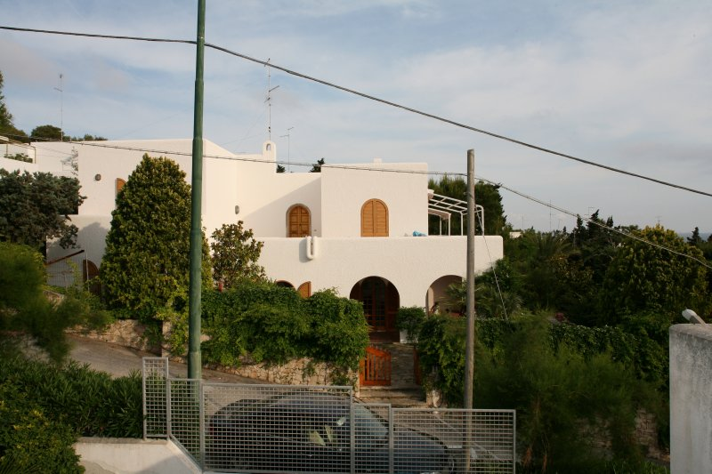the villa Front view with distance from the sea only a few meters because seafront