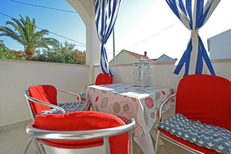 Blumarine Captains 2 bedroom airconditioned apartment, Supetar island of Brac, holiday rental in Supetar