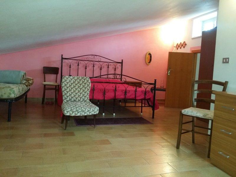 Casa vacanza fittasi luglio/settembre a settimana, Ferienwohnung in Trebisacce