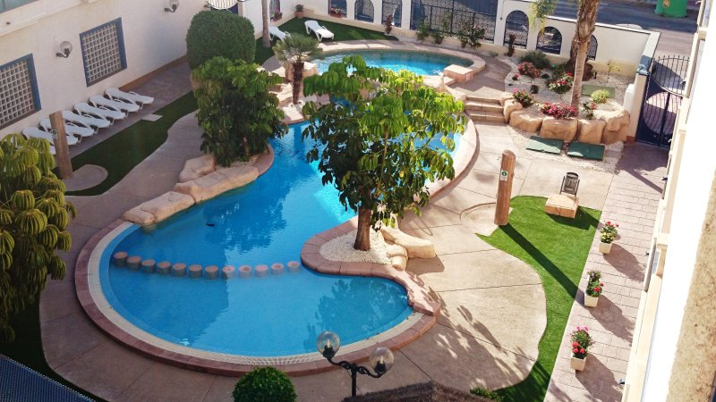 3 Beds, 2 bath, Large Solarium privately owned penthouse by Dave and Maria Lewis, holiday rental in Cabo Roig