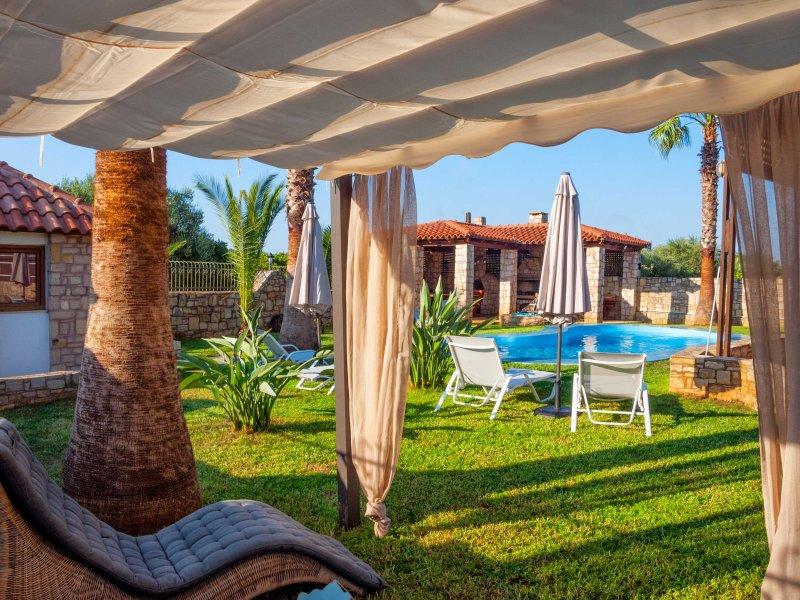 Villa Miloniana 9guests family friendly villa with pool, alquiler vacacional en Zourva