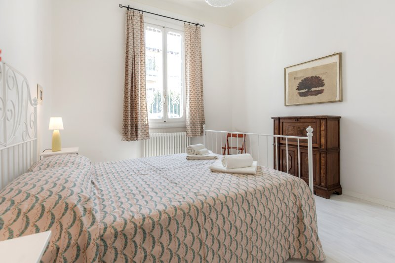 Sweet Home Porta Romana in a quiet area, garden, holiday rental in Galluzzo