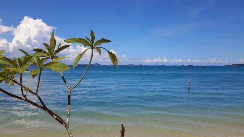 Bang saray close to water parks.4 bed pool villa 300 metres from beach, holiday rental in Sattahip
