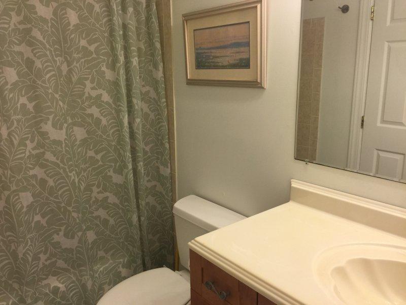 Palm bathroom