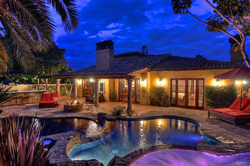 Incredible 4 Bedroom Resort, just minutes from the beach!
