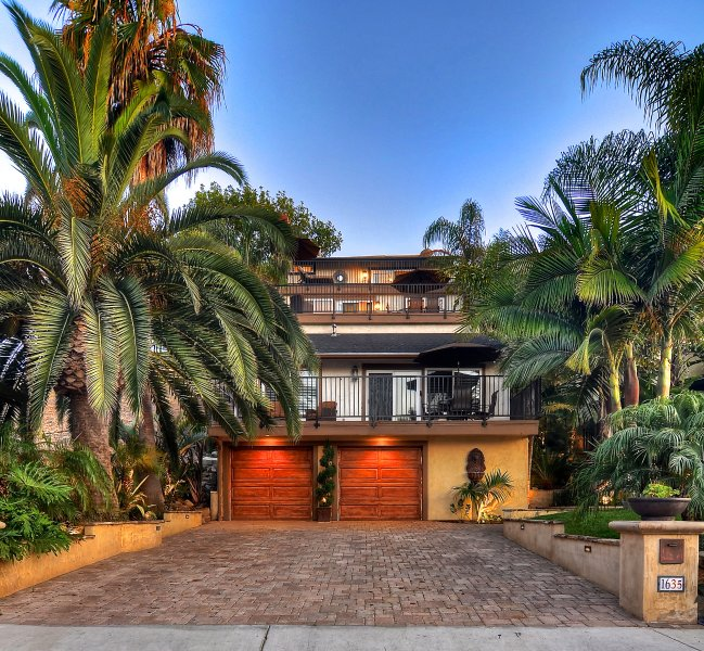 San Clemente tropical paradise steps to the beach