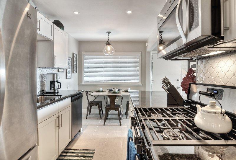 Opposite view: kitchen