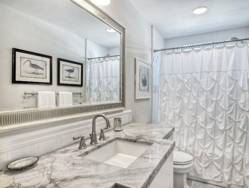 Deuxième salle de bain avec douche / baignoire.