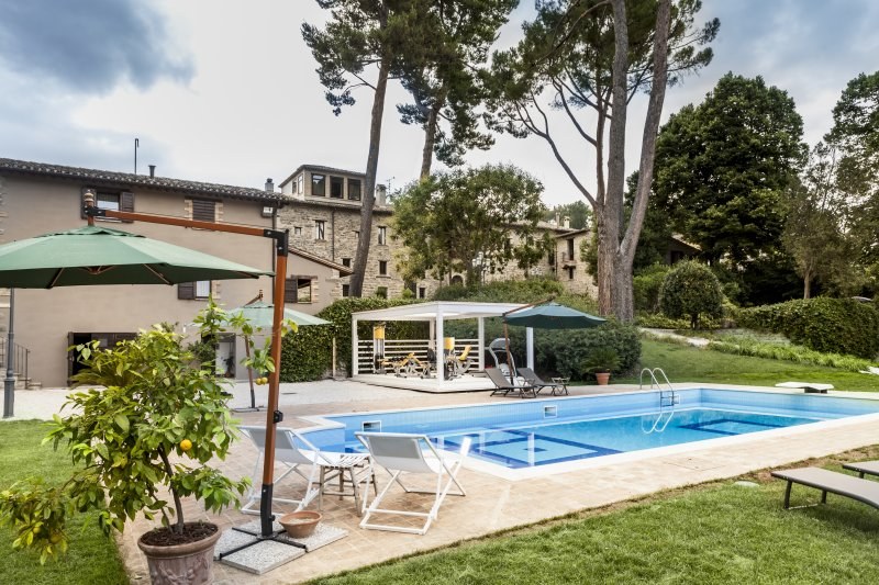 Majestic historical Villa in the hills of the Marche, holiday rental in San Severino Marche