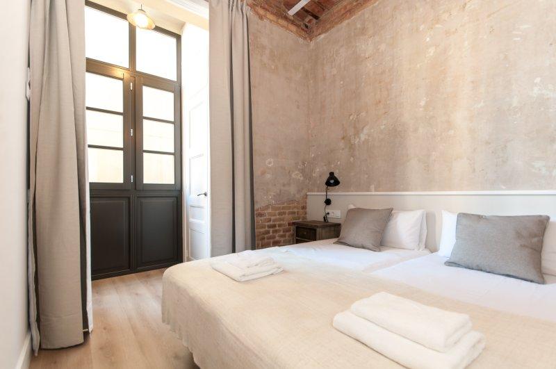 Gran Via, 2 Bedrooms, vacation rental in Barcelona