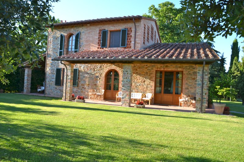 Charming Villa in Stone, holiday rental in Orentano