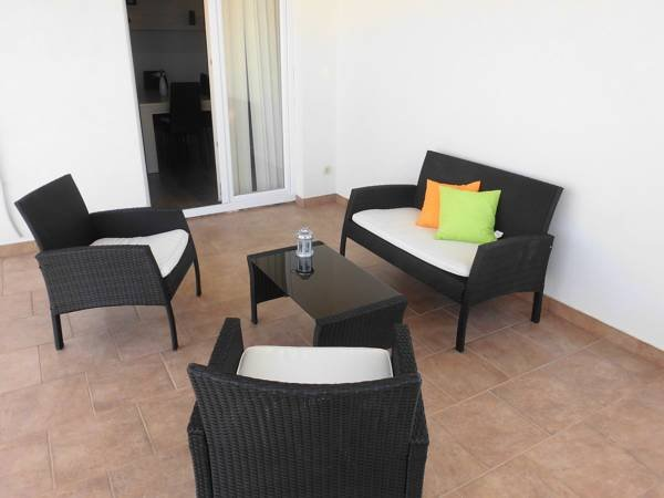 Apartment with a large terrace and stunning views, vacation rental in Mandre