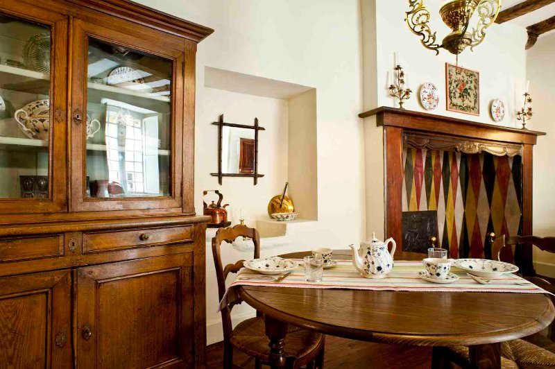 Le Griffon is housed in the ancient kitchen, so features a massive fireplace and decorative stone si