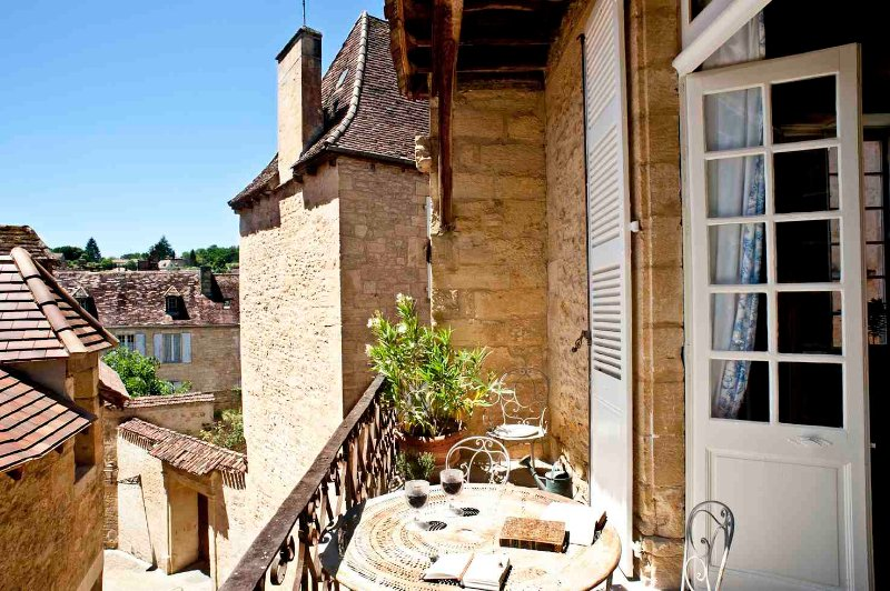 The balcony of the Salamander Suite offers alfresco dining and room for sunning.