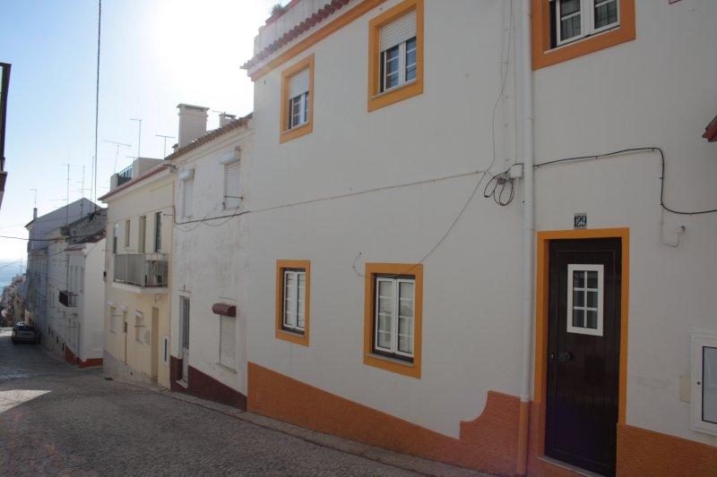 casa típica de praia a 200mts da praia, holiday rental in Barrio