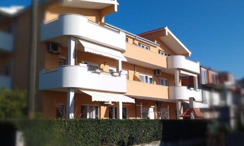 Charming apartment Benutić, location de vacances à Kastel Novi