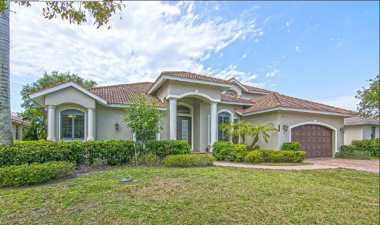 Gorgeous, spacious, spacious newer home in the heart of marco Island