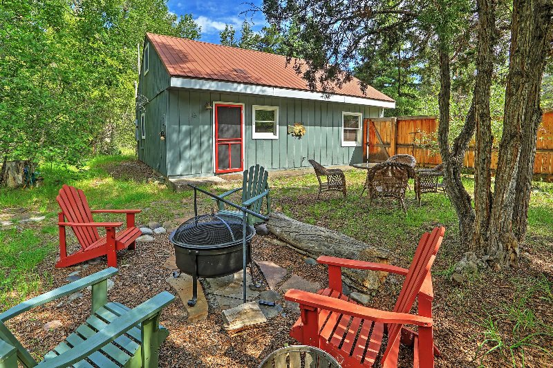 Secluded Ridgway 'Creekside Cottage' w/ Fire Pit!, location de vacances à Ridgway
