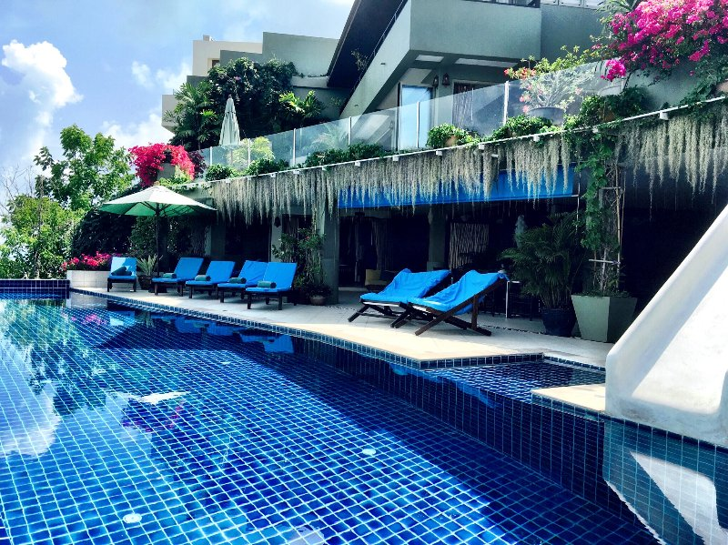 20m infinity edge pool with 180 degree views of Koh Samui, complete with a water slide.