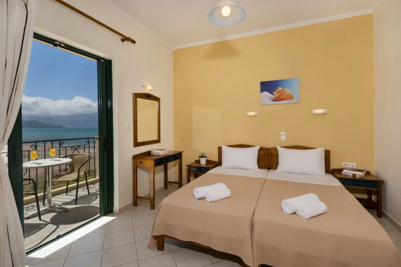 Sea view room front of the Beach, vacation rental in Kampos