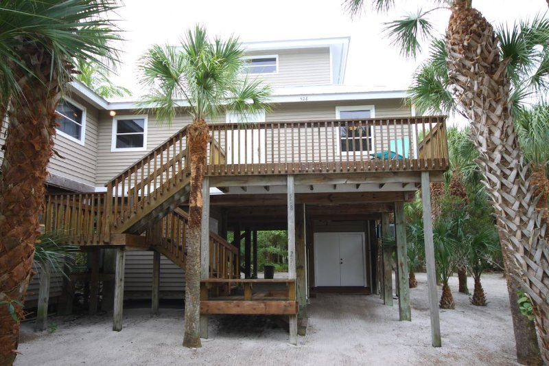 VERY SECLUDED HOME 1 MIN WALK TO BEACH W/ JACUZZI, alquiler vacacional en North Captiva Island