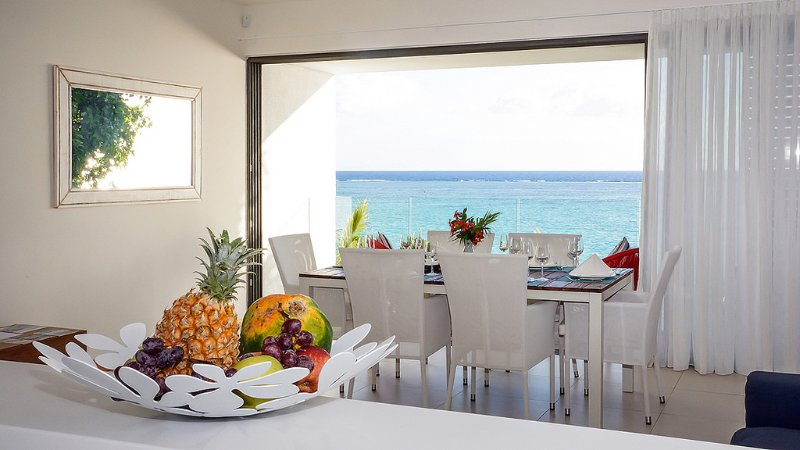 2 Bedrooms Ocean View Apartment at Cap Ouest in Flic en Flac, vacation rental in Mauritius