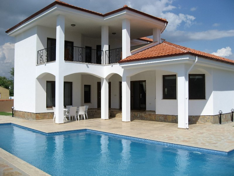 Villa Scotville is a villa with a wow factor, in a great location under 15 mins walk to the centre.
