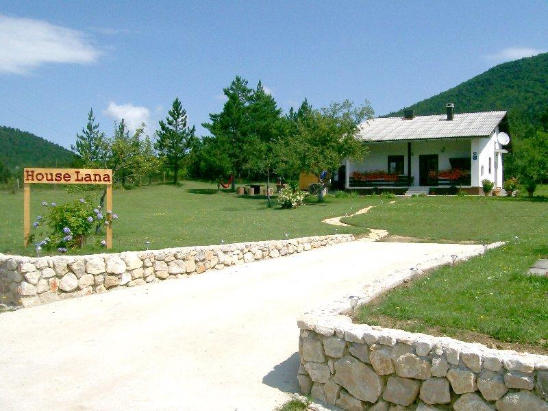 Plitvice Lakes - Holiday Home Lana, holiday rental in Korenica