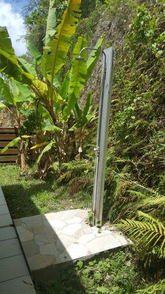 1 chuveiro ao ar livre para cada bungalow
