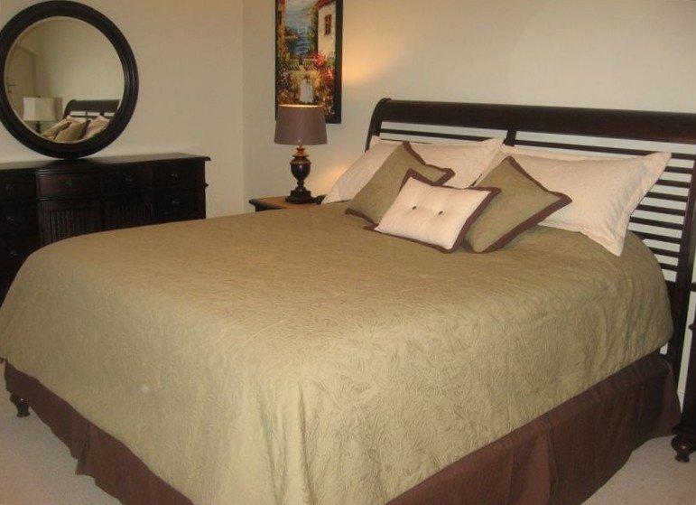 Dois belos quartos ambos com camas king size e muito espaço adicional.