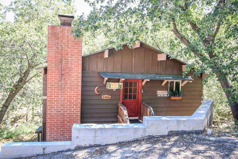 Building,Cottage,Vine,Deck,Porch