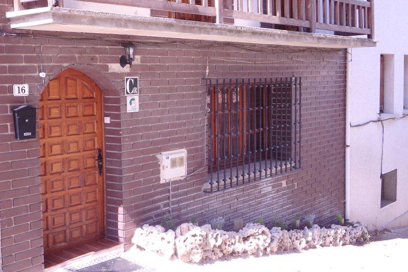 CASA RURAL LIZARRATE LA CASA DEL CARBONERO, holiday rental in Ollogoyen
