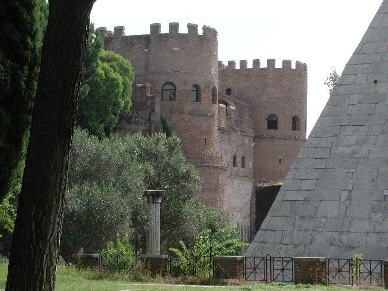 Porta San Paolo Cestius-Pyramide