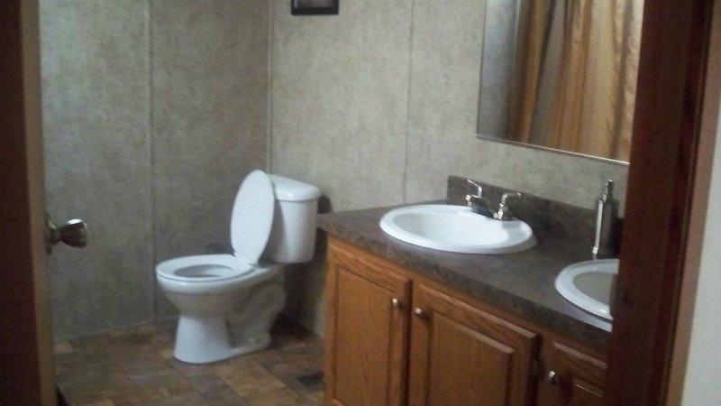 Baño principal con la ducha / bañera