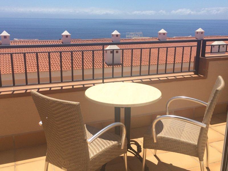 Luxurious Villa house Apartmen: Air-con, Wifi, Heated pool. ALL TERRESTIAL UK TV, aluguéis de temporada em Los Gigantes