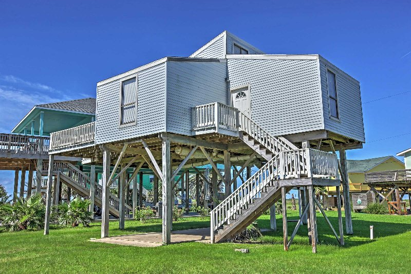 Welcome to this attractive Freeport vacation rental house!
