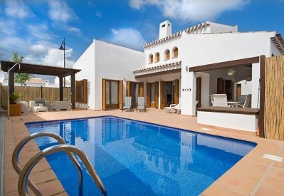 Relax in our villa with private pool accommodates 6, location de vacances à Banos y Mendigo