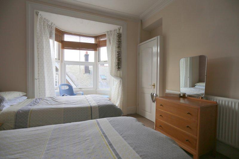 Twin Bedroom (with En-Suite Bathroom)