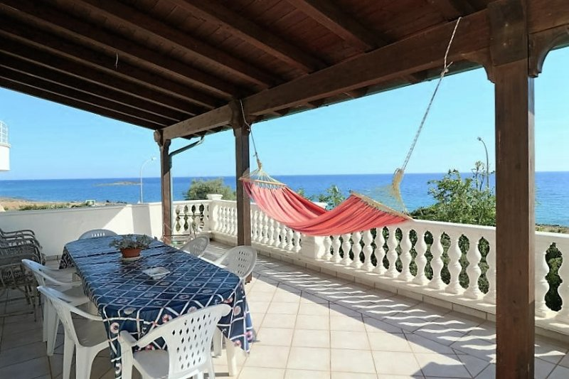 Cottage-ocean-front-to-Tower-San-Giovanni-town-Sea-Green-with-terrace-panoramic, location de vacances à Posto Rosso