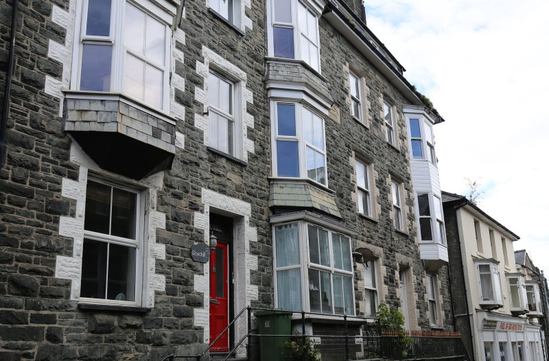 Large holiday house for up to 16 people, aluguéis de temporada em Barmouth