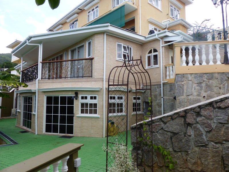 Hibiscus House Self Catering Apartment 4, location de vacances à Mare Anglaise