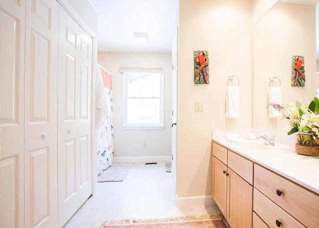 Baño principal w / armario de ropa