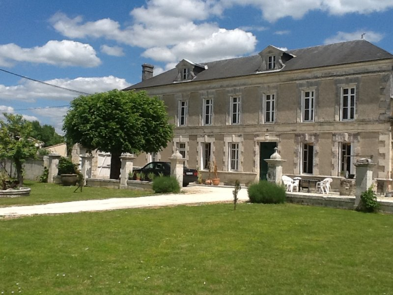 Manor House, with swimming pool, set in 10 acres, vacation rental in Chatenet