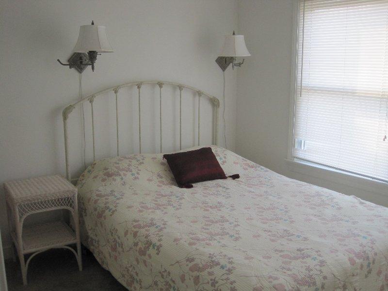 First level bedroom (queen)