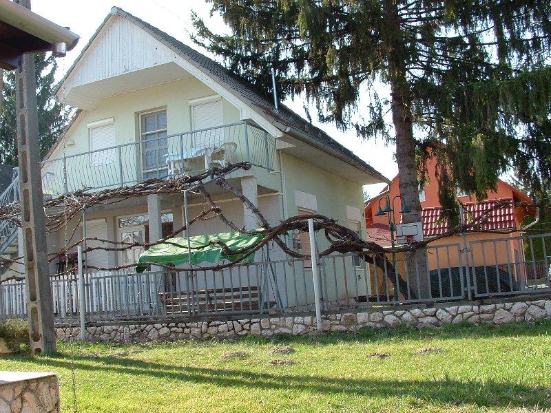 Németh Vendégház ground floor apartment, vacation rental in Tolna County