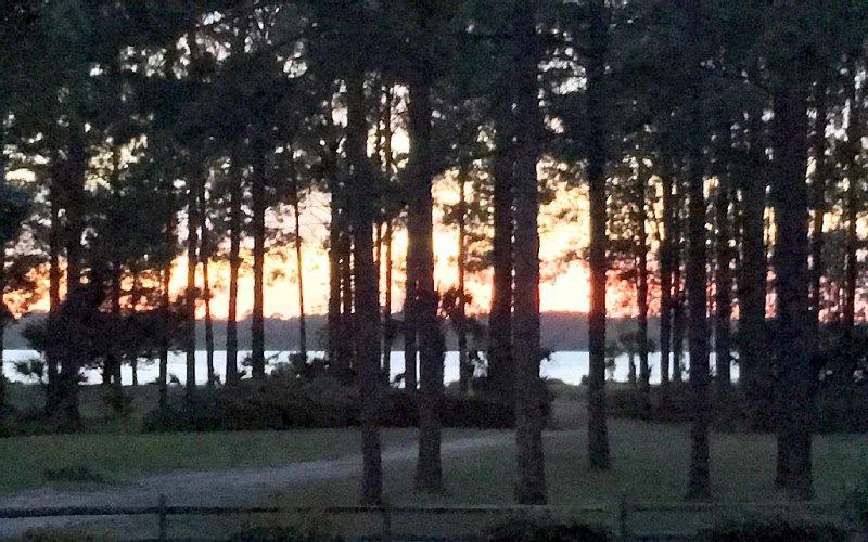 Sunset View from Condo Patio. Daufuskie Island au loin.
