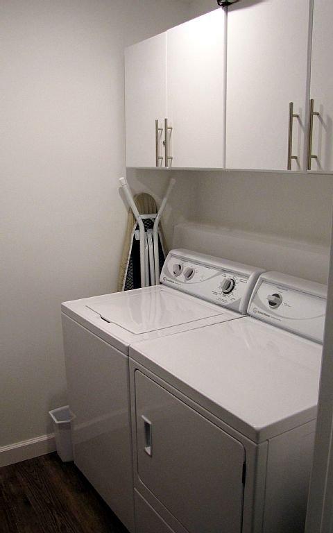 Full-size laveuse et sécheuse dans Walk-In Closet.