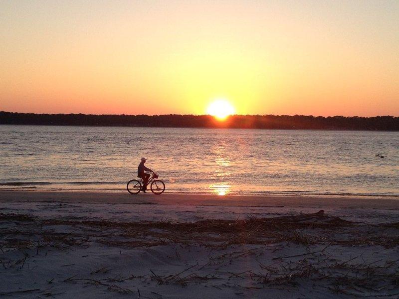 Louez un vélo, monter sur la plage ou des pistes cyclables sans fin