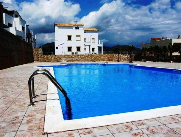 Apartamentos de lujo con piscina y muy cerca del mar.